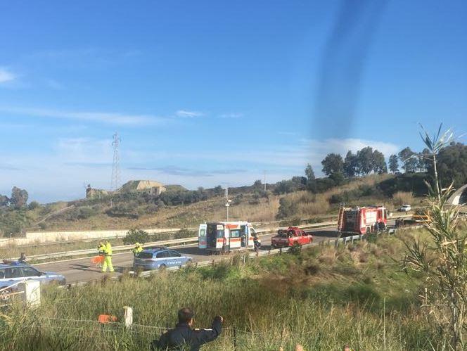 Incidente sulla Palermo-Messina Auto finisce in una scarpata