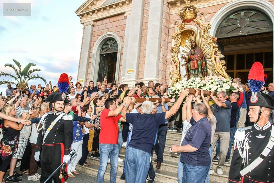 VIDEO – In migliaia i fedeli al santuario per la festa dedicata alla ...