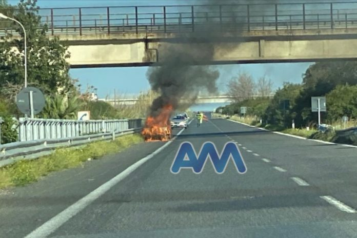 Auto in fiamme A20